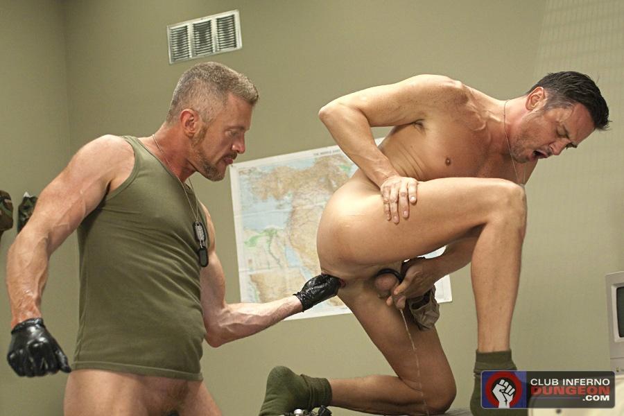 Фистинг солдат