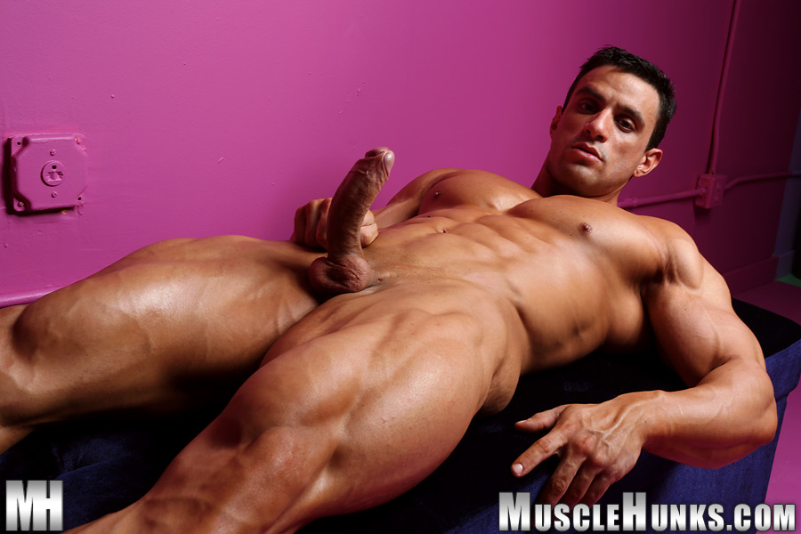 Gay and muscle